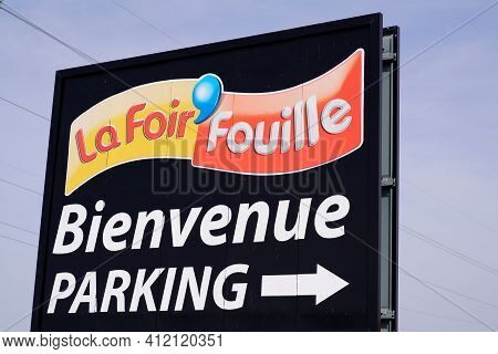 Bordeaux , Aquitaine France - 03 08 2021 : La Foir Fouille Sign Text And Logo French Store Brand Cha