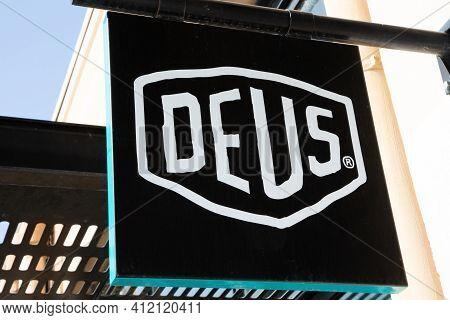 Bordeaux , Aquitaine France - 03 08 2021 : Deus Ex Machina Logo Text And Brand Sign Australian Store