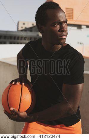 Basic black t-shirt sporty style men's fashion apparel city shoot