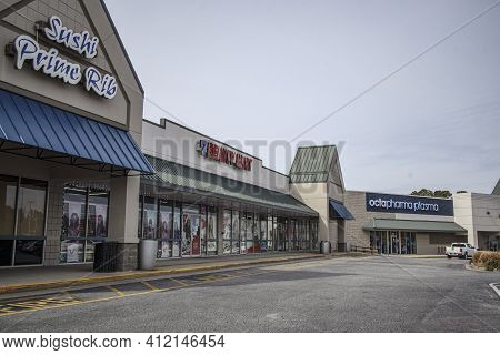 Augusta, Ga Usa - 02 03 21: A Strip Mall With A Closed Restaurant A Beauty Store And Octapharma Plas