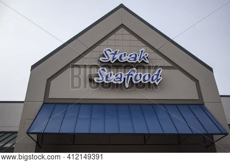 Augusta, Ga Usa - 02 03 21: Steak And Seafood Sign On A Restaurant Building