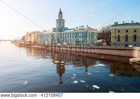 St Petersburg, Russia- April 5, 2019. Kunstkamera Building At The University Embankment Of Neva Rive