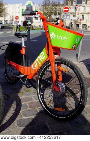 Bordeaux , Aquitaine France - 03 08 2021 : Lime App Sign Brand And Logo Of Rent Bike E-scooter Renta