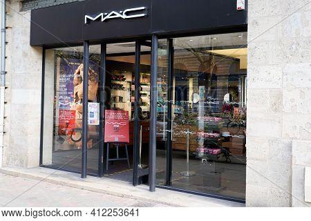 Bordeaux , Aquitaine France - 03 08 2021 : Mac Sign Text And Brand Logo On Facade Shop Cosmetics Mak