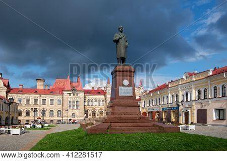 Rybinsk, Russia / August 15,2020: The Monument To Vladimir Lenin-leader Of The Russian Revolution In