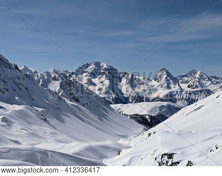 Beautiful Snowy Mountain Peaks. Winter Panorama In The Canton Of Grisons, Davos, Sertig. Ducan Peaks