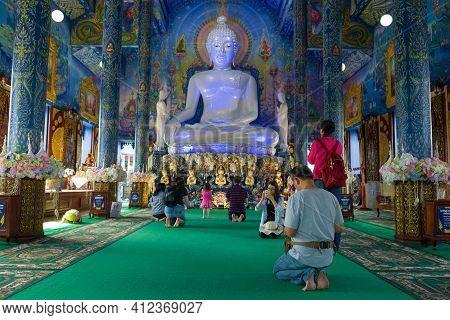 Chiang Ray, Thailand - December 17, 2018: Prayer At The Blue Temple (wat Rong Sear Tean)