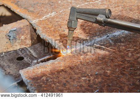Zoom View Checker Plate Or Diamond Plate Cutting By Oxygen Acetylene Cutting Torch Technique