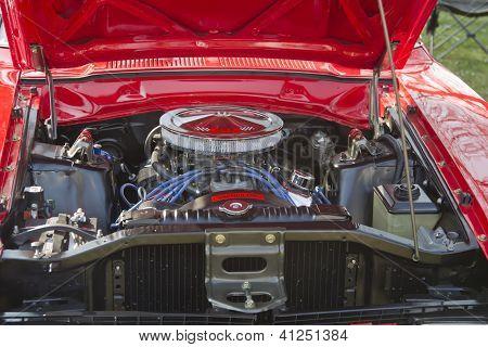 Red Ford Maverick Grabber Engine