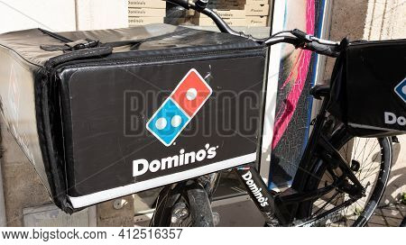 Bordeaux , Aquitaine France - 03 08 2021 : Dominos Pizza Logo And Text Sign On Delivery Bike Bag Cas