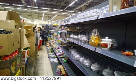 St. Petersburg, Russia - December 29, 2019: Mess On Shelves In The Store. Bankruptcy Of Supermarket,