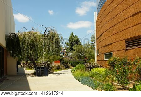FULLERTON CALIFORNIA - 23 MAY 2020: Walkway between Mihaylo Hall and Langsdorf Hall on the campus of California State University Fullerton, CSUF.