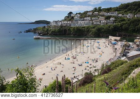 Looe, Cornwall-july 11th 2020: Fine Weather Attracted Visitors Back To The Beach For The Summer Suns