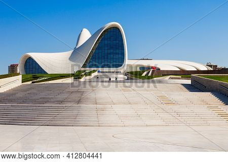 Baku, Azerbaijan - September 14, 2016: The Heydar Aliyev Center Is A Building Complex In Baku, Azerb