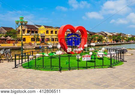 Hoi An, Vietnam - March 17, 2018: Ancient Town Heart Symbol At The Riverfront Of Hoi An City In Quan