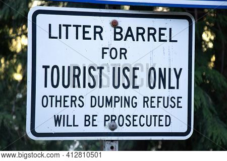 View Of Sign Litter Barrel For Tourist Use Only, Others Dumping Refuse Will Be Prosecuted In Strathc
