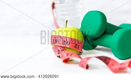 Close Up Green Apple With Measuring Tape.  Diet Health Plan.  Nutrition Start Up Workout Planing. Sp