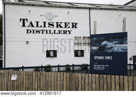Skye Island (scotland), Uk - August 14, 2018: Talisker Whisky Distillery. Carbost, Loch Harport, Min