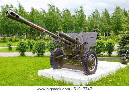 Soviet divisional gun Zis-3