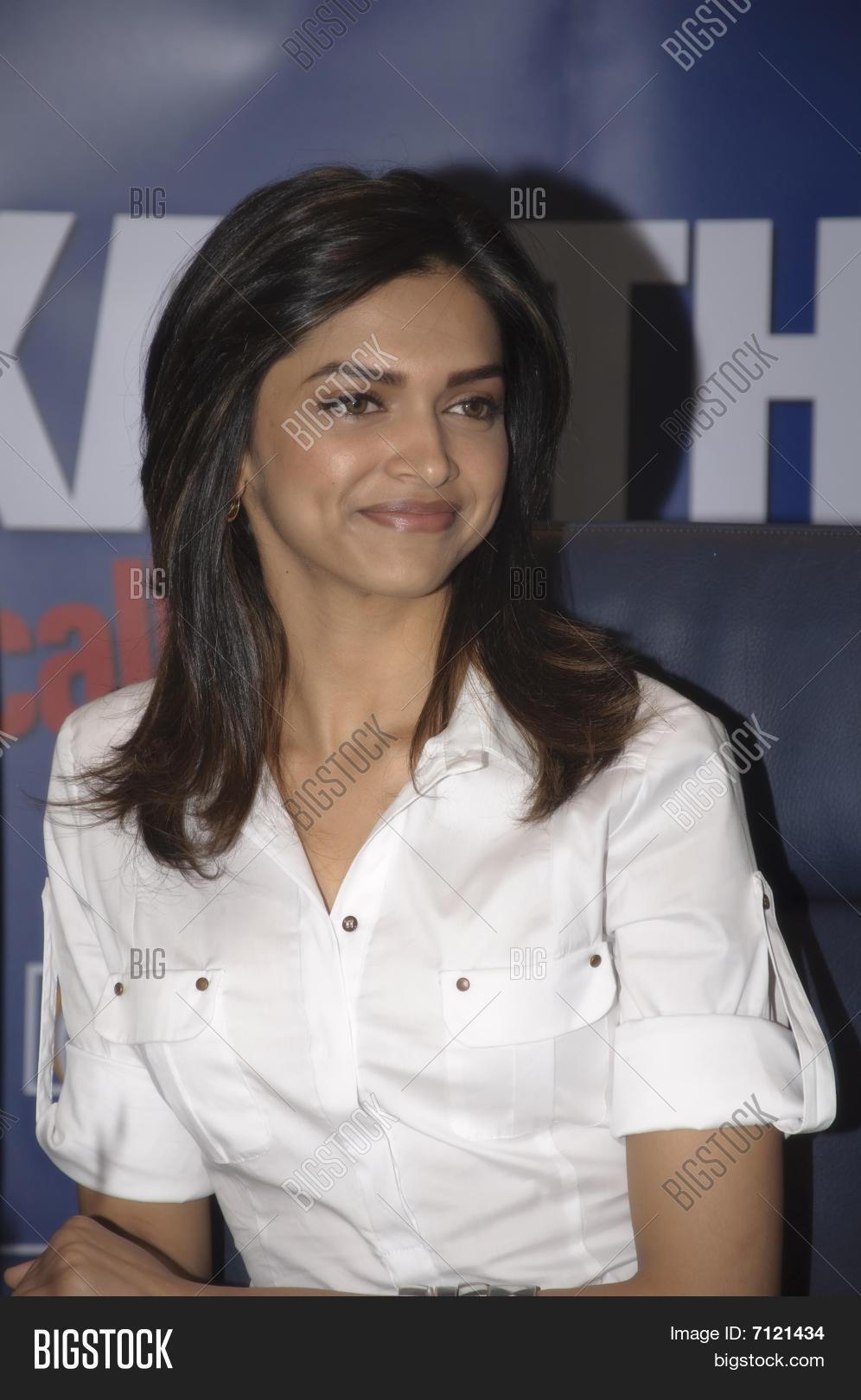 Deepika Padukone Hairstyle In Kartik Calling Kartik ...