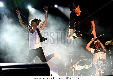Jennifer Nettles & Kristian Bush Jumping Off Drum Stand