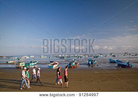Beautiful beach view of a typical morning in Ecuadorian fishing town
