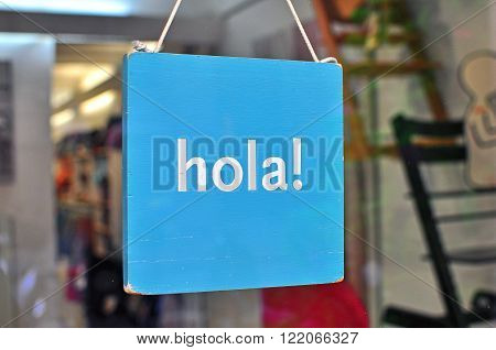 Hi hanging sign in the spanish language
