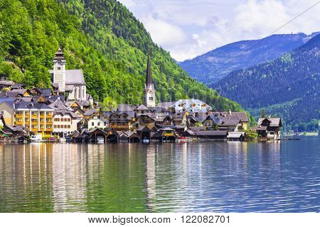 pictorial beautiful lake Hallstatt in Austria