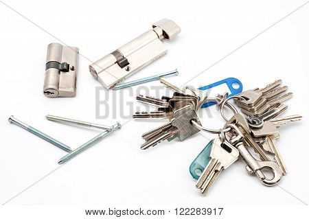 cylinder with screws and an bunch of keys