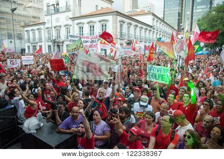 Rio de Janeiro Brasil - March 18 2016: political demonstration in favor of the government of President Dilma Rousseff and former President Luis Inacio Lula da Silva in the city of Rio de Janeiro