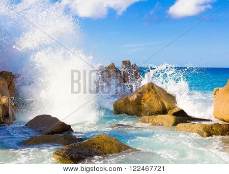 Stones Waves Getaway