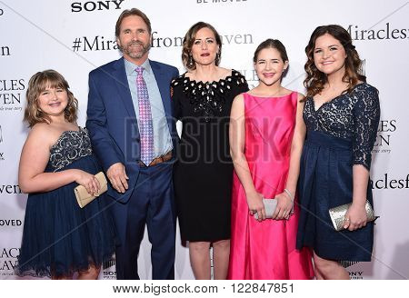 LOS ANGELES - MAR 09:  Christy Beam, Kevin Beam, Anna Beam, Abby Beam & Adeline Beam arrives to the