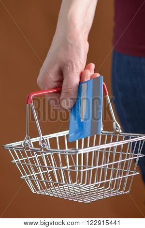 Online shopping with shopping basket and credit card