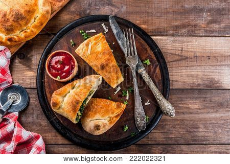 Calzone With Spinach And Cheese