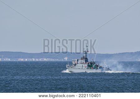 WARSHIP - Polish minesweeper on sea patrol