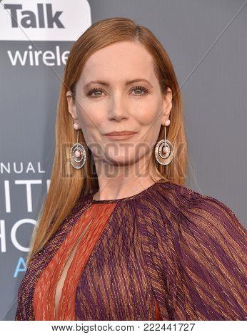 LOS ANGELES - JAN 11:  Leslie Mann arrives for the 23rd Annual Critics' Choice Awards on January 11, 2018 in Santa Monica, CA