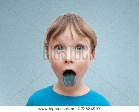 humorous photo of a little boy who flatters his tongue