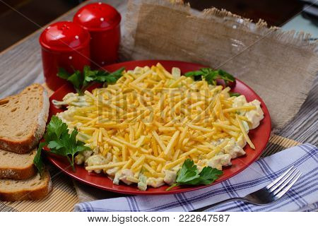 chinese salad with chips,salad with potato nest chips,cuckoo salad with chips