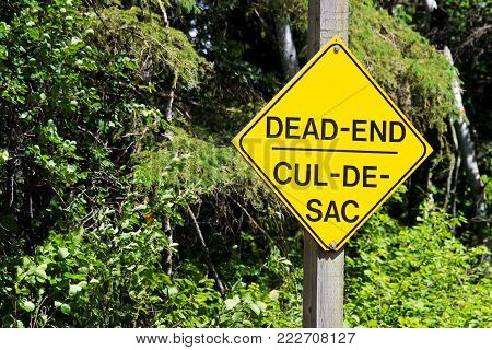 A yellow Dead End Cul-De-Sac warning sign. Dead end sign in the desert.