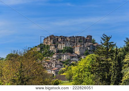 Considered the first bastille of the south of France the village of Cordes-sur-ciel, is located in the department of Tarn and in the region of midi-Pyrenees.In the same we feel transported to the medieval time.