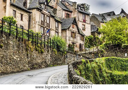 Located on the route of Santiago de Compostela in France we find this medieval village Conques out of a fairy book in the region of occitania