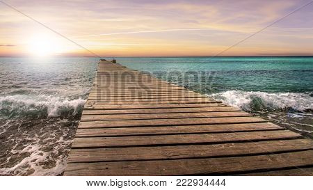 In the Caribbean, the pontoon to the horizon (sunset)