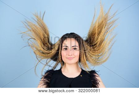 Hairdresser Styling Tips. Nice And Easy. Trendy Crimped Hairstyle. Fashion Girl Stylish Hairstyle. H