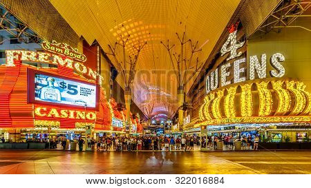 Las Vegas, Nevada/usa - June 9, 2019: Hustle And Bustle Of Crowds In The Evening On The Famous Fremo