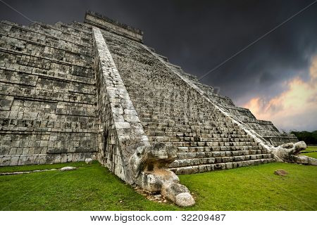 Storm at Kukulkan pyramid in Chichen Itza, Mexico