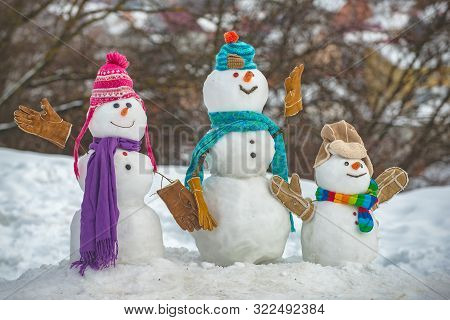 Snowman - Father, Mother And Snowman - Baby Surprise Outdoor. Winter Sale Banner. Cute Snowmen Famil