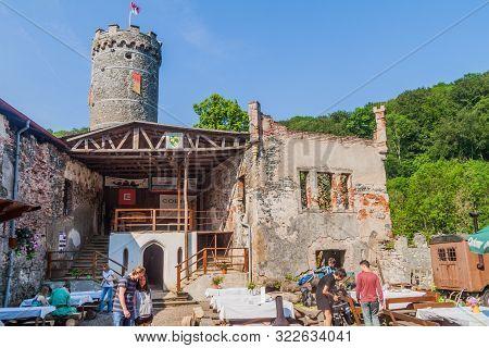 Horni Hrad, Czech Republic - June 4, 2016: Tourists Visit The Ruins Of Horni Hrad Hauenstein Or Haue