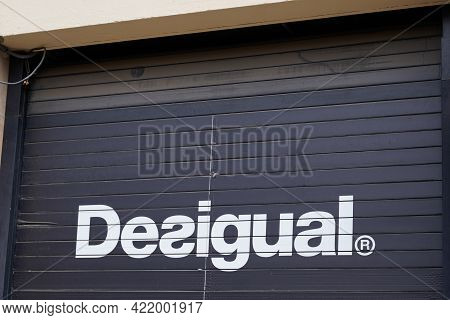 Bordeaux , Aquitaine France - 05 27 2021 : Desigual Logo Brand And Text Sign Of Shop On Spanish Stor
