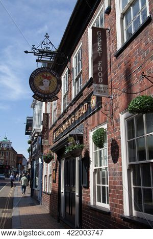 The Pub, The Maidens Head In Maidenhead, Berkshire In The Uk, Taken 30th March 2021