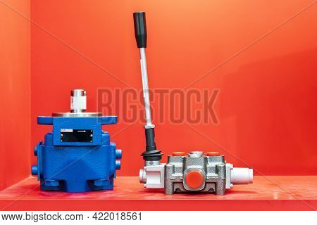 Mono Block Hydraulic Valve Leaves Or Manual Directional Control Valve For Control Flow Pressure And